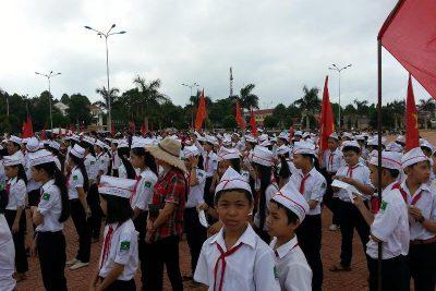 Học sinh trường THCS Nguyễn Tất Thành tham gia buổi lễ mít tinh