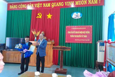 Công bố Quyết định bổ nhiệu Hiêu trưởng trường THCS Nguyễn Tất Thành